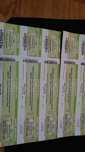 5 Knotts Berry Farm tickets for August 24th $25 each for Sale in Bloomington, CA