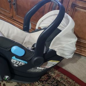 UPPA BABY INFANT CAR SEAT for Sale in Fort Worth, TX