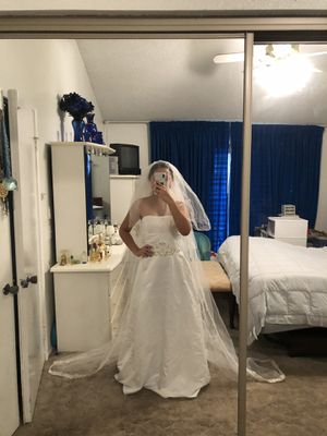Wedding dress with veil new!! for Sale in Riverside, CA