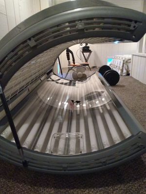 Wolff system 24 SE. 25% of bulb life used. Excellent condition . $1000.00. Text {contact info removed}. for Sale in Blue Grass, IA