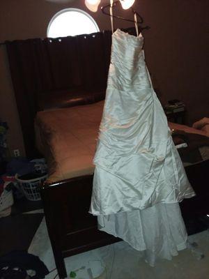 Wedding dress size 4p for Sale in Grand Bay, AL