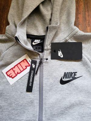 New nike Sportswear Tech Fleece youth XL for Sale in Los Angeles, CA