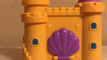 2018 Polly Pocket World Yellow Castle Playset for Sale in Pearland,  TX