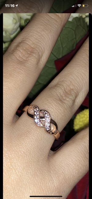 Hola!! Vendo este anillo es oro laminado nuevo numero 7 y medio for Sale in Lawrenceville, GA
