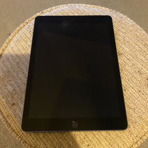 Apple iPad 6th Generation 32 GB for Sale in Orlando, FL