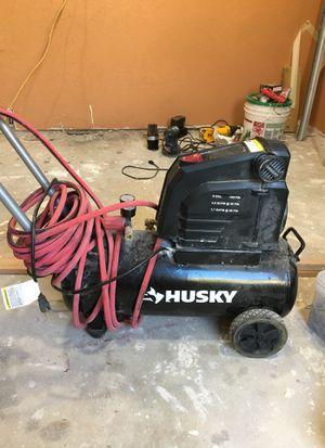 Husky 8 gallon 150 psi air compressor for Sale in Albuquerque, NM