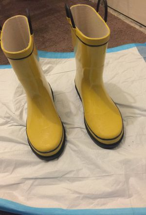 Kids rain boots size 4 for Sale in Brooklyn, NY