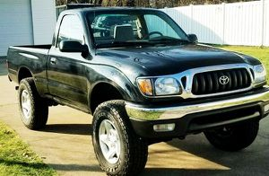ONE OWNER TOYOTA TACOMA 01 ALLOY WHEELS MOONROOF PRIVACY GLASS for Sale in Fresno, CA