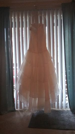 Wedding dress, Davids Bridal will accept cash app. for purchase. for Sale in Mountain Brook, AL