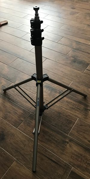 750 Air Cushioned Light Stand for Sale in San Antonio, TX
