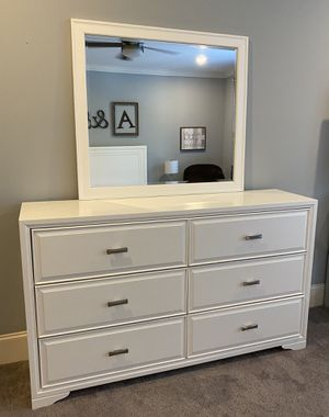 White Dresser and Mirror for Sale in Converse, SC