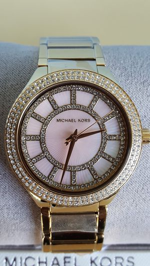 New Authentic Michael Kors Women's Goldtone Watch With A Pink Mother Of Pearl Face for Sale in Montebello, CA