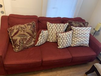 Pull out couch full sized bed/comfy couch for Sale in Swampscott,  MA