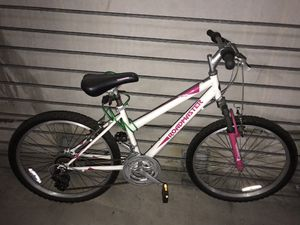 "24"" Road master Pink and White Mountain Bike for Sale in Orlando, FL"