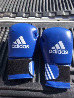 16 oz boxing gloves for Sale in Phoenix, AZ
