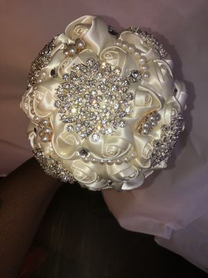Bride Bouquet; used once EXCELLENT CONDITION for Sale in Trenton, NJ