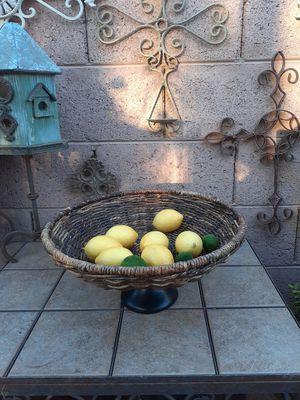 BEAUTIFUL VASE (FRUIT NOT INCLUDED) for Sale in Phoenix, AZ