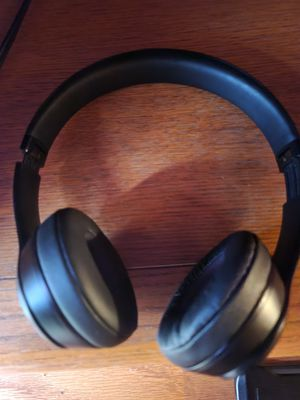 S10 excellent condition and Beats wireless for Sale in Henderson, NC