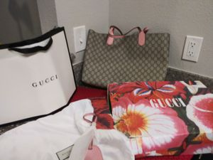 Gucci Medium Reversible (Gucci Canvas/Pink Leather) Tote for Sale in Brentwood, NC