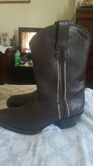Brand new Brown leather boots size 8 in women for Sale in Bell Gardens, CA