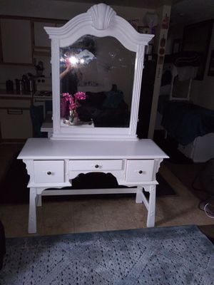 Solid wood vanity for Sale in Vernon, CA