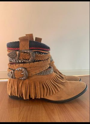 Zara Tribal w Fringe suede boots for Sale in Miami, FL