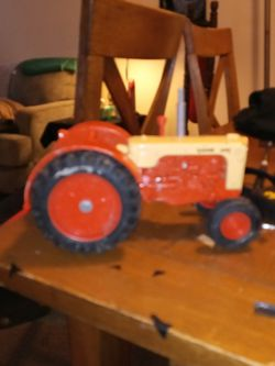 ERTL Case 600 Metal Vintage Toy Tractor. 9 Inch Long 6 Inch Wide. Steering Wheel Turns. Tires. Metal And Plastic for Sale in Columbus,  OH