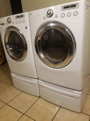 LG WASHER AND ELECTRIC DRYER EXCELLENT CONDITION for Sale in Glendale, AZ