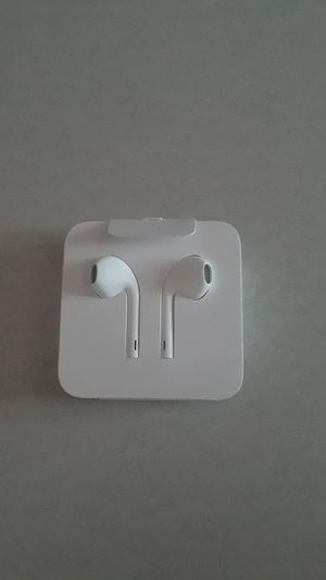 7+and up I phone earbuds for Sale in New Britain, CT