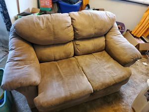 Couch/Love Seat. Good Condition for Sale in Erie, PA