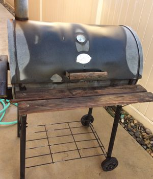 CharGriller Grill Smoker for Sale in Bakersfield, CA