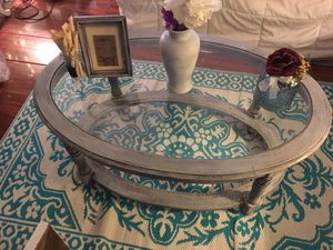 A shabby chic accent coffee table for Sale in Clearwater, FL