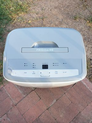 Frigidaire 30 pint dehumidifier w/run off valve for continuous use for Sale in Phoenix, AZ