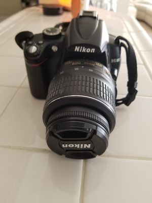 Nikon D5000 DSLR camera with 18-35 lense for Sale in San Diego, CA