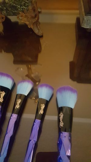 Miss LiL (Makeup brush set) for Sale in Chino, CA