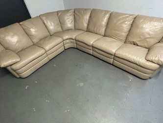 Sectional couch With Two Recliners for Sale in Hallandale Beach,  FL