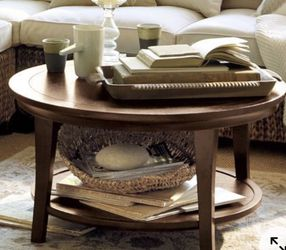 Williams Sonoma Pottery Barn Metropolitan Round Table! Great Condition! Paid $385 for Sale in Portland,  OR