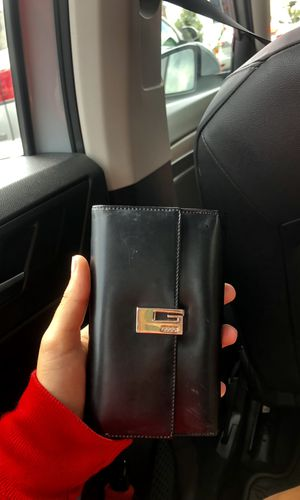gucci wallet for Sale in Vienna, VA