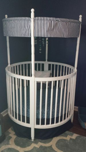 Round Baby Crib with Mattress and Custom Bedding for Sale in Murfreesboro, TN