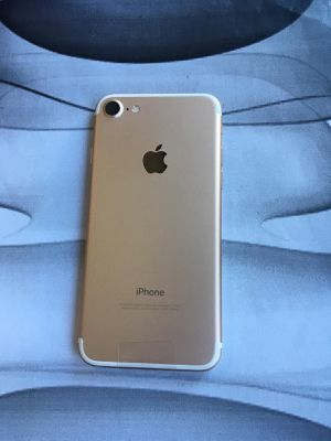 Iphone 7(128gb)unlocked,excellent condition with warranty for Sale in Malden, MA