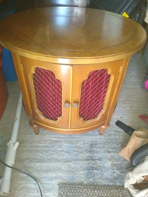Antique French Provincial Drum end table for Sale in Greenwich Township, NJ