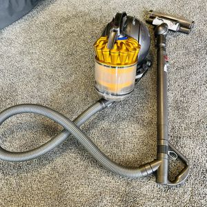 Dyson DC39 Animal Bagless Vacuum Cleaner for Sale in Houston, TX