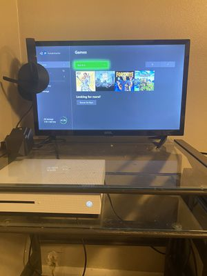 Xbox one with call of duty full game, and Warzone, fortnite and mindcraft. With wireless controller and controller charger and headset all works like for Sale in Tarpon Springs, FL