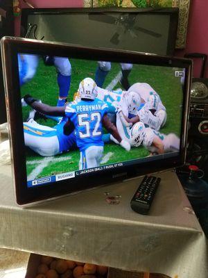 """SMALL SAMSUNG TV 23""""INCH TIENE SU CONTROL ORIGINAL HDMI PORTS TODO FUNSIONA BIEN NO TIENE STAND for Sale in Santa Ana, CA"""