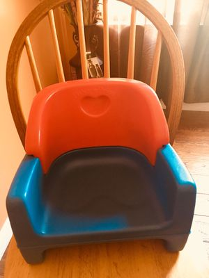 Booster seat/asiento para silla for Sale in Oxon Hill, MD