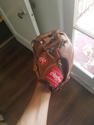 Youth baseball glove for Sale in Los Angeles, CA