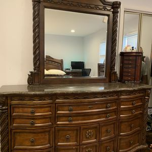 Makeup Table Dresser for Sale in Parsippany-Troy Hills, NJ