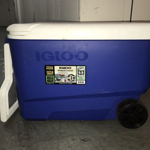 Igloo Wheeled Cooler Ice Chest With Handle And Wheels for Sale in Phoenix, AZ