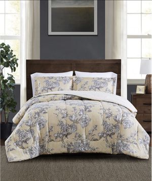 Reversible 3-piece comforter set (Size KING) new,never used,never opened for Sale in Las Vegas, NV