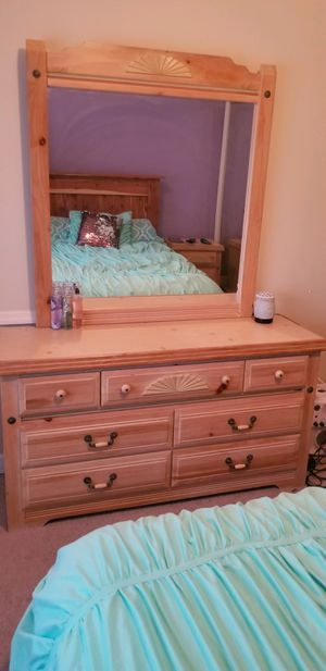 Dresser with mirror & nightstand for Sale in Chapin, SC